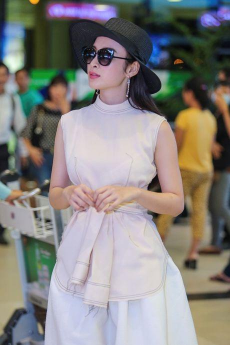 Angela Phuong Trinh mac khong ho van hut hon o san bay - Anh 4