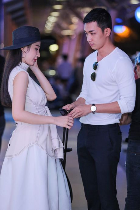 Angela Phuong Trinh mac khong ho van hut hon o san bay - Anh 5