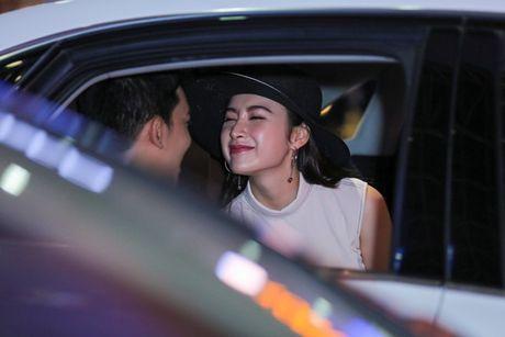Angela Phuong Trinh mac khong ho van hut hon o san bay - Anh 8
