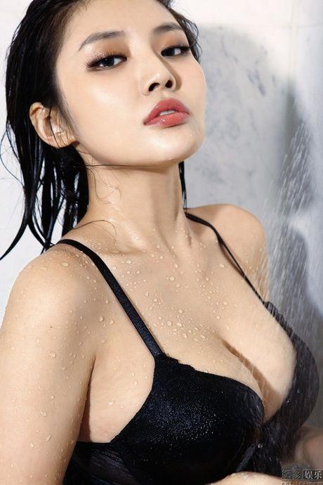 Ve nong bong cua hot girl TQ dinh scandal 'di khach' - Anh 10