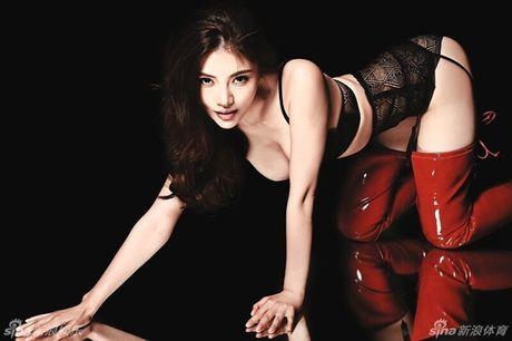 Ve nong bong cua hot girl TQ dinh scandal 'di khach' - Anh 11
