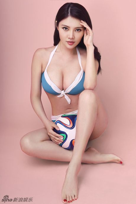 Ve nong bong cua hot girl TQ dinh scandal 'di khach' - Anh 14