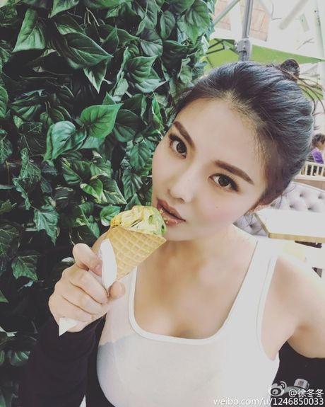 Ve nong bong cua hot girl TQ dinh scandal 'di khach' - Anh 16