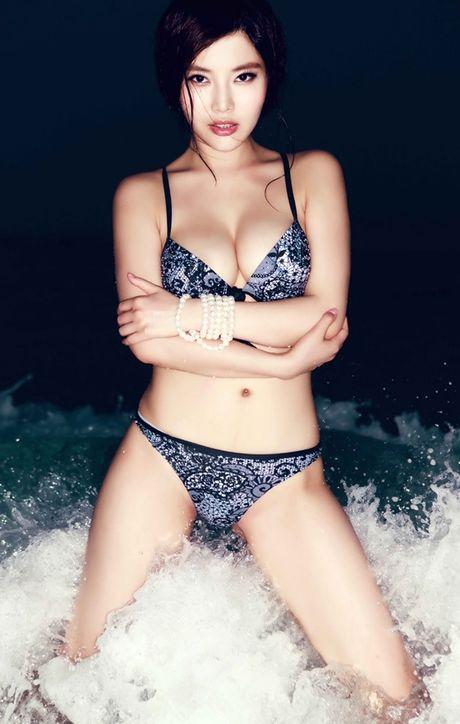 Ve nong bong cua hot girl TQ dinh scandal 'di khach' - Anh 18