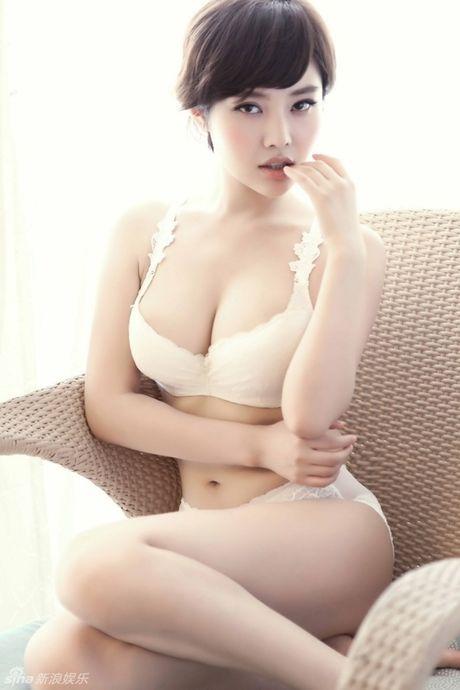 Ve nong bong cua hot girl TQ dinh scandal 'di khach' - Anh 19