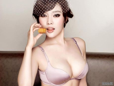 Ve nong bong cua hot girl TQ dinh scandal 'di khach' - Anh 22