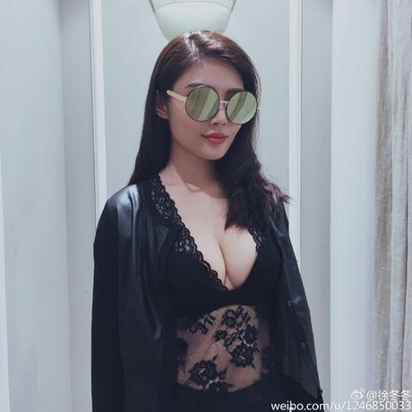 Ve nong bong cua hot girl TQ dinh scandal 'di khach' - Anh 3