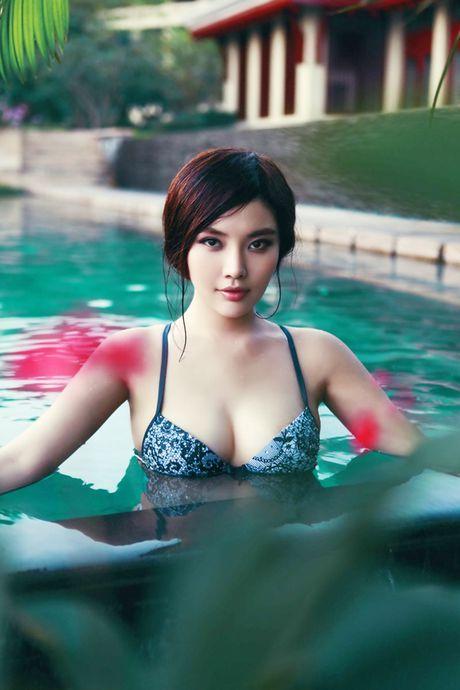 Ve nong bong cua hot girl TQ dinh scandal 'di khach' - Anh 4