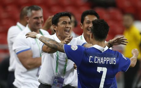 So thay tro Kiatisak buong xuoi, Thai Lan treo thuong lon tran gap Australia - Anh 1