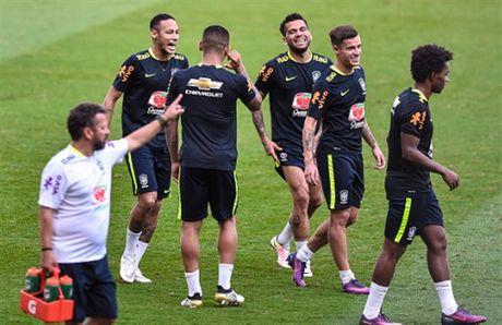 Sao Brazil thi nhau bieu dien ky thuat truoc gio dai chien Argentina - Anh 7