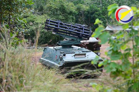 Can canh phao phan luc 122mm do Thai Lan che tao - Anh 2
