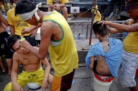 Canh chen chuc trong nha tu Philippines 'qua tai' - Anh 11