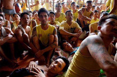 Canh chen chuc trong nha tu Philippines 'qua tai' - Anh 12