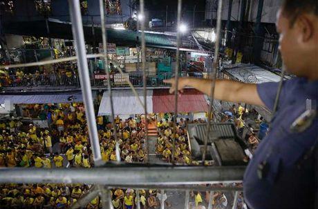 Canh chen chuc trong nha tu Philippines 'qua tai' - Anh 15