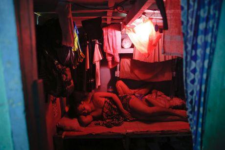 Canh chen chuc trong nha tu Philippines 'qua tai' - Anh 2