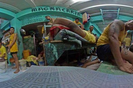 Canh chen chuc trong nha tu Philippines 'qua tai' - Anh 3