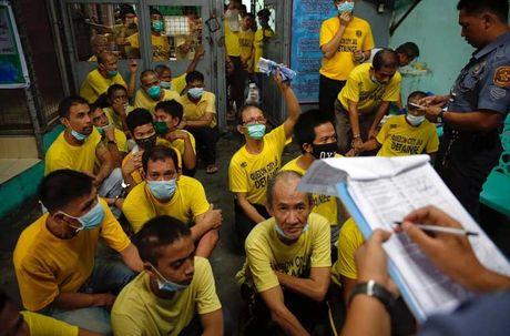 Canh chen chuc trong nha tu Philippines 'qua tai' - Anh 4