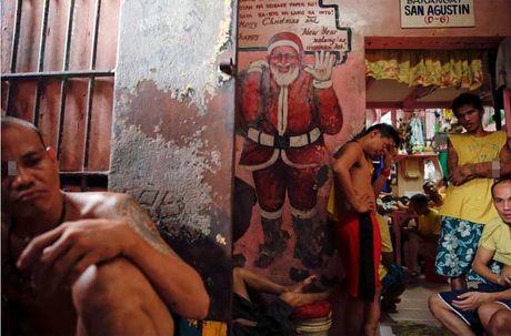 Canh chen chuc trong nha tu Philippines 'qua tai' - Anh 5