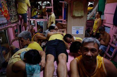 Canh chen chuc trong nha tu Philippines 'qua tai' - Anh 7