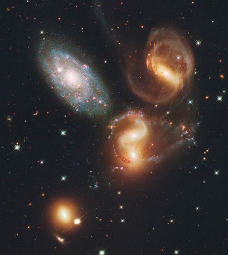 Loat anh lich su cua kinh thien van khong gian Hubble - Anh 15