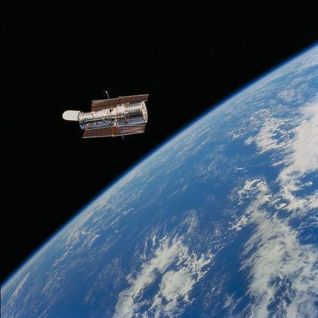 Loat anh lich su cua kinh thien van khong gian Hubble - Anh 1