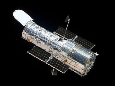 Loat anh lich su cua kinh thien van khong gian Hubble - Anh 2