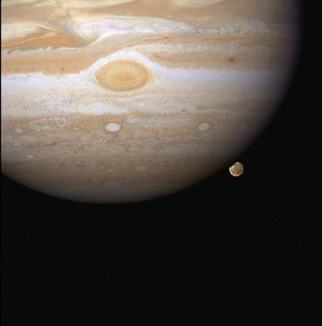 Loat anh lich su cua kinh thien van khong gian Hubble - Anh 4