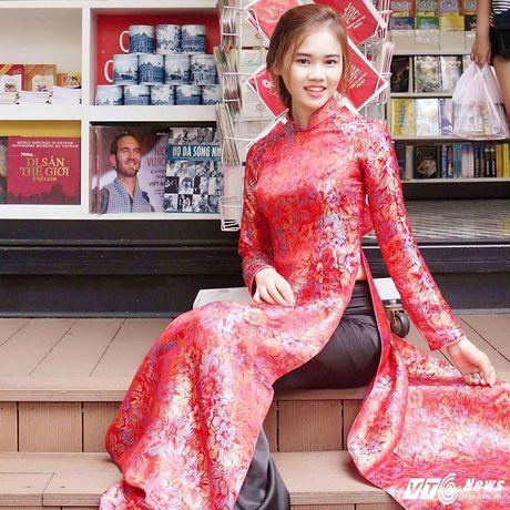 Hot girl CD Phat thanh - Truyen hinh khien bao chang trai me man - Anh 5