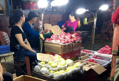 10 thang dau nam nhap khau 120 nghin tan hoa qua Trung Quoc - Anh 1