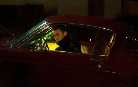 Isaac hoa chang trai noi loan trong MV Get down - Anh 6