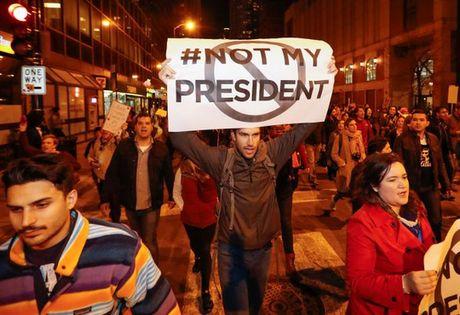 My: Bieu tinh du doi sau khi ong Trump thang - Anh 1