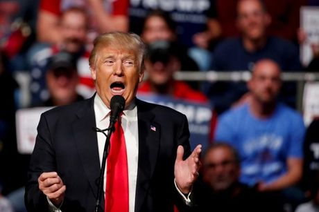 Donald Trump dac cu Tong thong: Bat ngo mang phong cach My - Anh 1