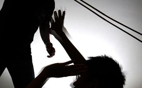 Hoa Binh: Bat ke dam ban tu vong vi chuyen ru choi bai - Anh 1