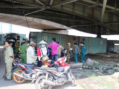 Binh Duong: Phat hien thi the mot nam thanh nien troi tren song - Anh 1