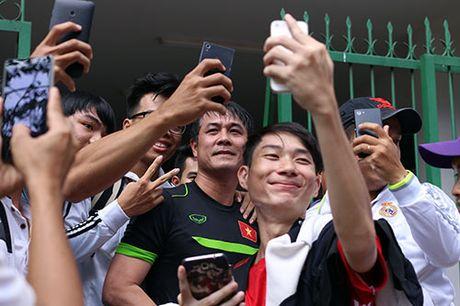 DTVN: Thay tro Huu Thang va mo hoi chong day tram lan - Anh 14