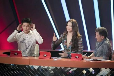 'Lat tay' nhan sac that cua Pham Huong khi bi fan chup len - Anh 7