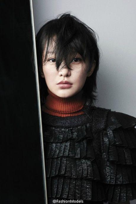Dien trang phuc tomboy, Chau Tan tre trung nhu doi muoi - Anh 13