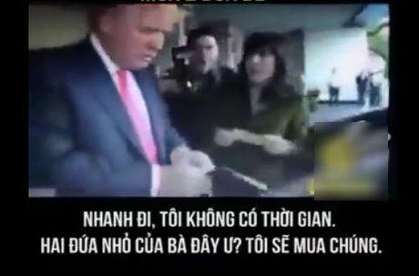 Clip ong Donald Trump bi 2 hoa hau doi nuoc da len dau, mua 2 dua tre vi ban - Anh 2