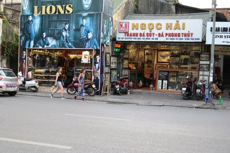 Nhung ngoi nha khong thang hang tren nhieu tuyen pho Ha Noi - Anh 3
