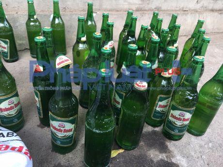 Nguoi dan phai lam gi khi mua phai nhung chai bia Habada lang can? - Anh 2