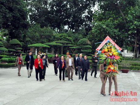 Nguyen Pho Chu tich nuoc Nguyen Thi Doan dang hoa tuong niem Chu tich Ho Chi Minh - Anh 1