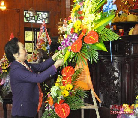 Nguyen Pho Chu tich nuoc Nguyen Thi Doan dang hoa tuong niem Chu tich Ho Chi Minh - Anh 2