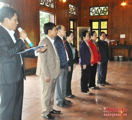Nguyen Pho Chu tich nuoc Nguyen Thi Doan dang hoa tuong niem Chu tich Ho Chi Minh - Anh 3