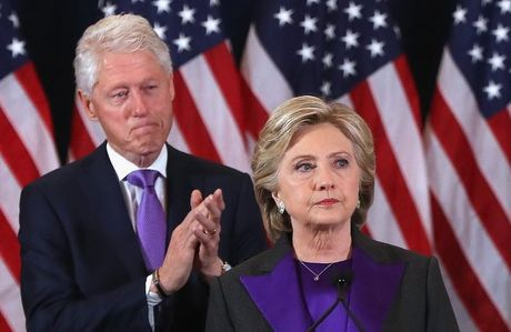 Bat ngo voi y nghia dang sau mau tim tren trang phuc Hillary Clinton trong bai phat bieu sau cung - Anh 1