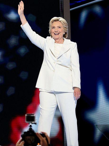 Bat ngo voi y nghia dang sau mau tim tren trang phuc Hillary Clinton trong bai phat bieu sau cung - Anh 5