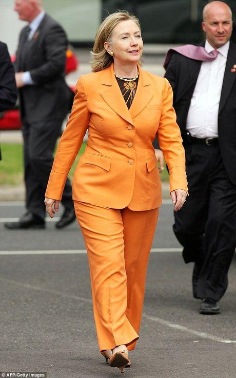 Bat ngo voi y nghia dang sau mau tim tren trang phuc Hillary Clinton trong bai phat bieu sau cung - Anh 6