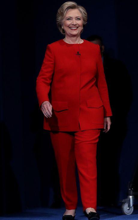 Bat ngo voi y nghia dang sau mau tim tren trang phuc Hillary Clinton trong bai phat bieu sau cung - Anh 7