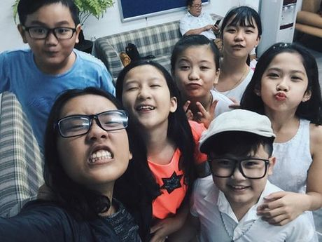 Team 'hot boy - hot girl' quy tu, rang ro chup anh selfie truoc them Live Concert cua Noo Phuoc Thinh - Anh 1