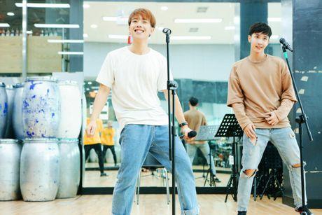 MONSTAR dang yeu tai Han, san sang song ca cung Davichi trong showcase 'Hau Due Mat Troi' - Anh 1