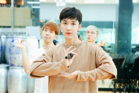 MONSTAR dang yeu tai Han, san sang song ca cung Davichi trong showcase 'Hau Due Mat Troi' - Anh 3